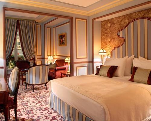 Grand hotel de bordeaux spa 5 star 2 5 place de la com die for Salon the bordeaux